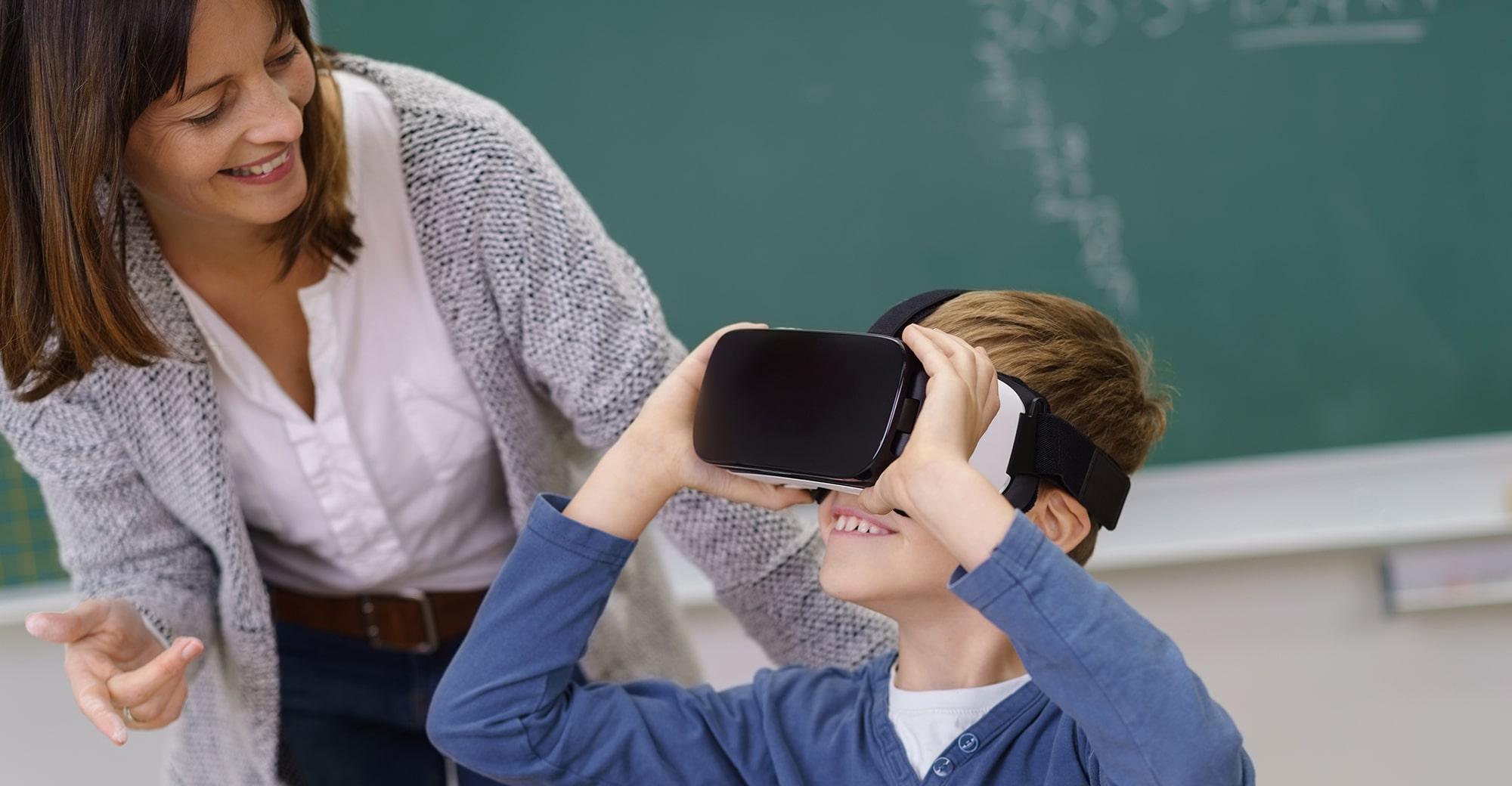 Kind mit VR Brille, Foto: contrastwerkstatt – stock.adobe.com